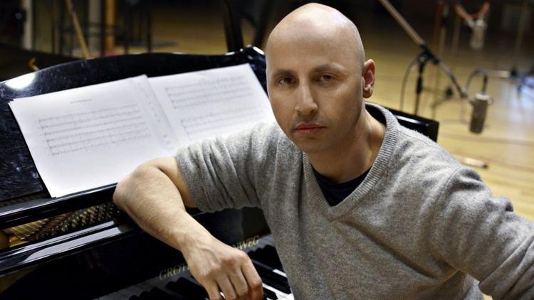Dominik Scherrer SoundWorks Collection In the studio with score composer