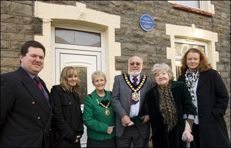 Donald Houston BBC News Film actor Donald Houstons Rhondda blue plaque honour