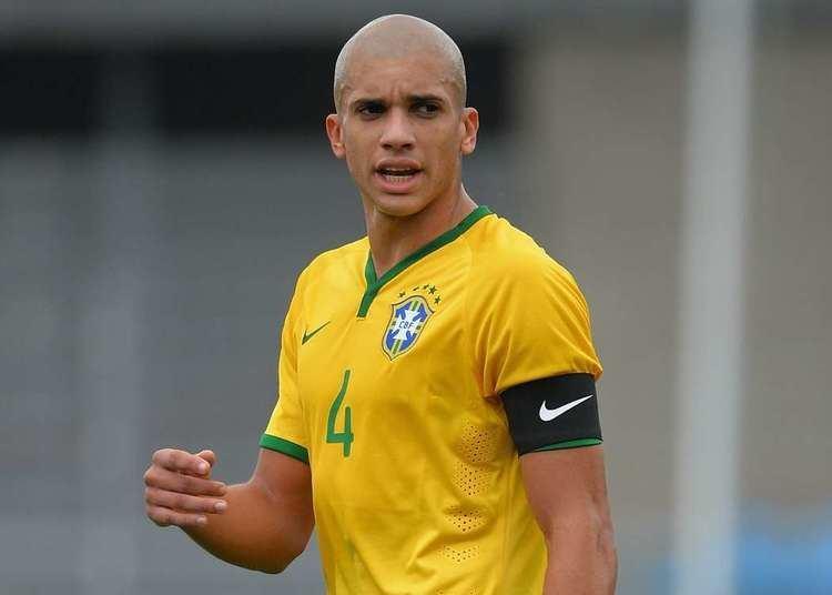 Doria Football Marseille sign Brazilian centreback Doria from