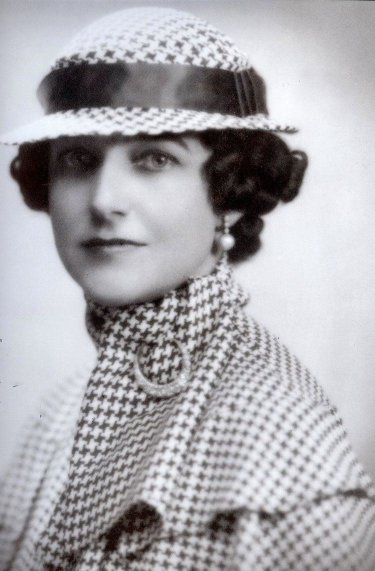 Dorothy Draper Your Family Decorator Houndstooth has a rich history