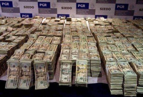Drug lord Mexican drug lord39s home gets raided Cash everywhere 20 Photos