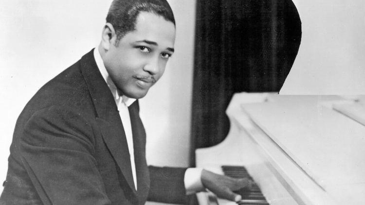Duke Ellington Duke Ellington Statue in Harlem Biographycom