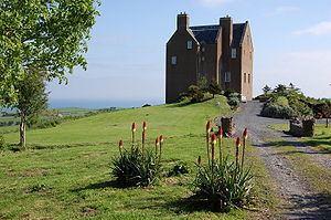 Dunduff Castle httpsuploadwikimediaorgwikipediacommonsthu
