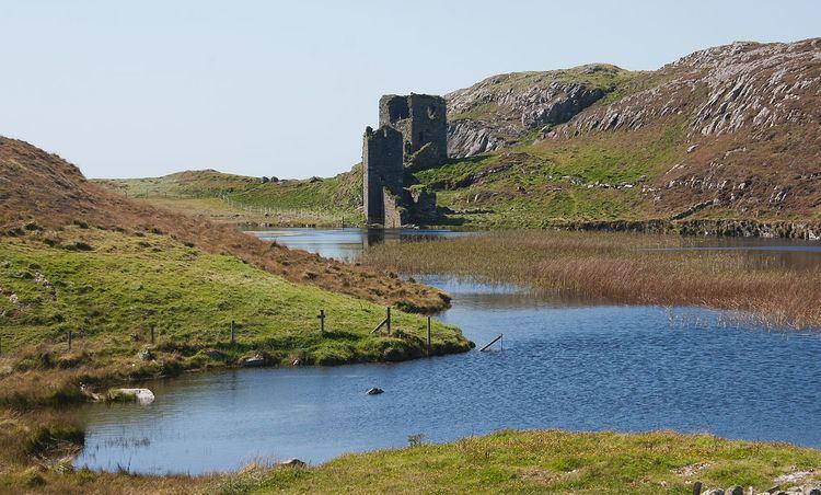 Dunlough Castle FileThree Castle Head Dun Lough in front of Dunlough Castle 2009 09