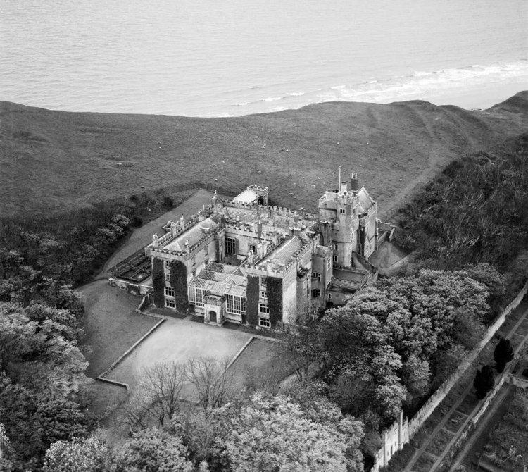 Dunraven Castle Dyndryfan Dunraven Castle