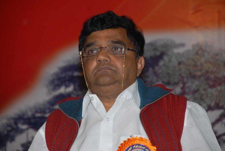 Dwarakish Dwarakish writes to Ambika Soni