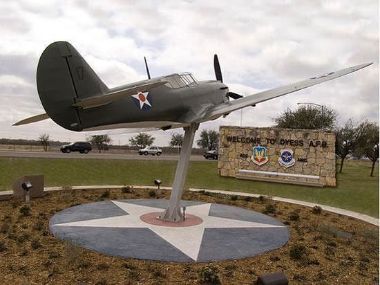 Dyess Air Force Base wwwabilenevisitorscommediaDyessAFBP40atMainGat