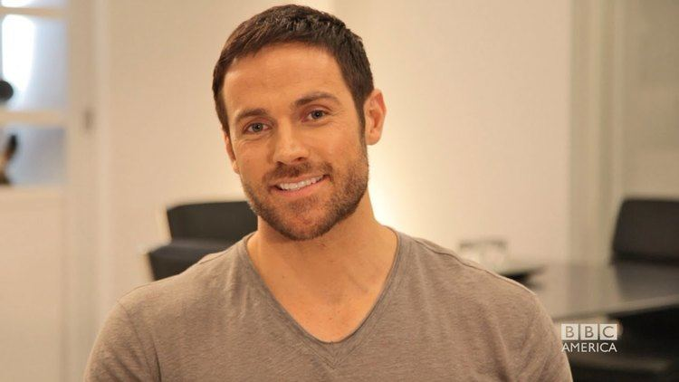 Dylan Bruce DYLAN BRUCE on Ghost Hunting and Truth or Dare ASK OB