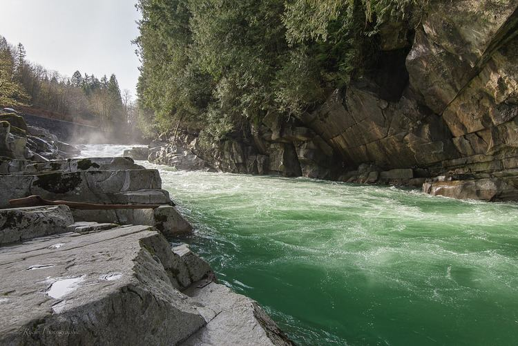 Eagle Falls (Washington) httpsc1staticflickrcom43716133383454756e0