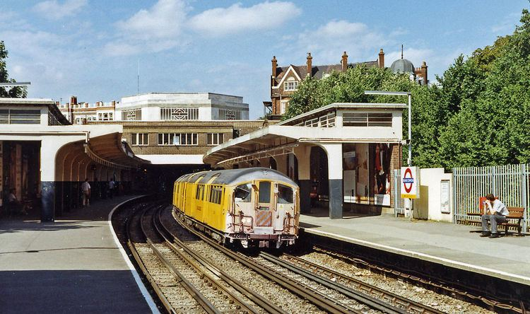 Ealing Common tube station