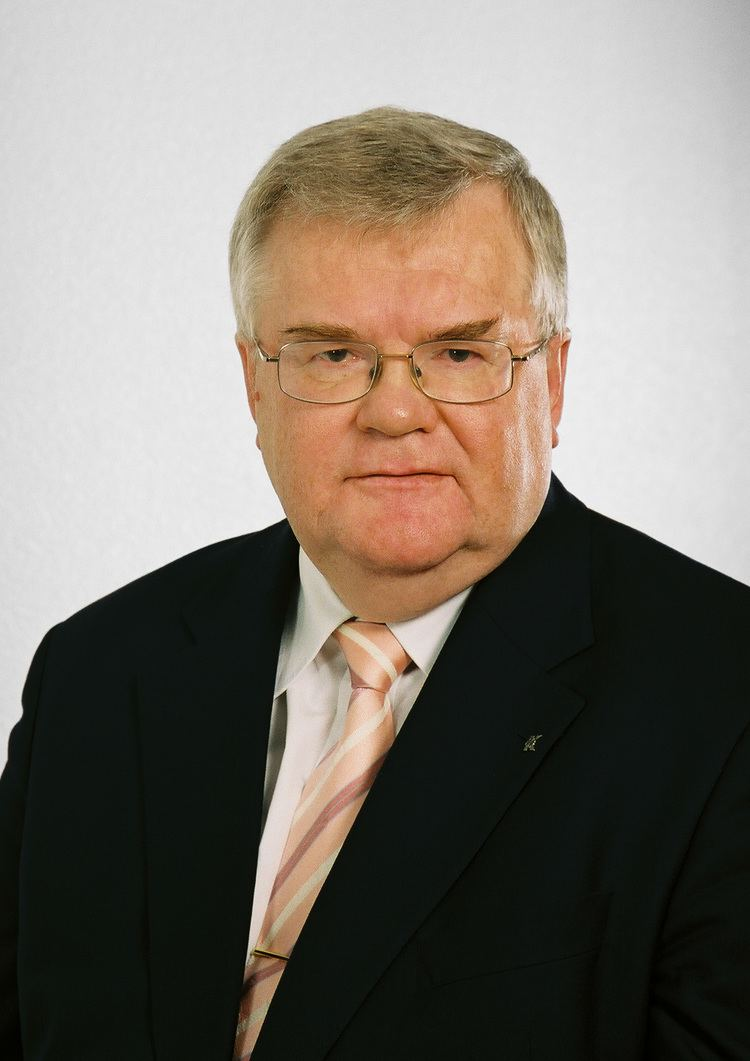 Edgar Savisaar httpsuploadwikimediaorgwikipediacommons44