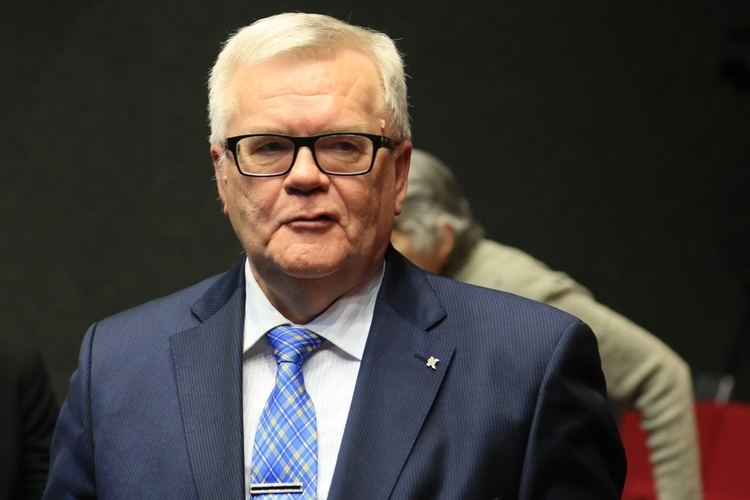 Edgar Savisaar Mikk Salu Edgar Savisaar on Eesti meinstriim poliitika