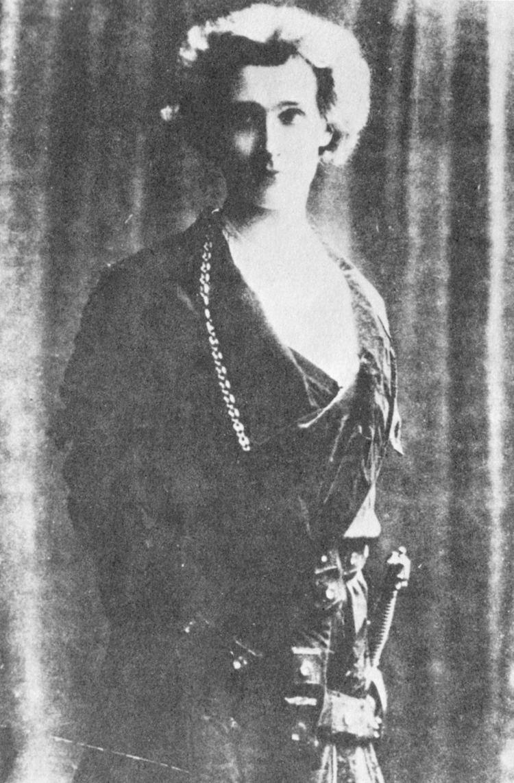 Edward Gordon Craig FileEdward Gordon Craig as Hamlet in 1897jpg Wikimedia Commons