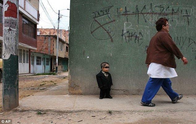 Edward Niño Hernández Edward Nino Hernandez is world39s shortest man Daily Mail Online