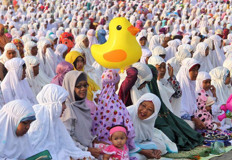Eid al-Fitr Muslims around the world celebrate Eid alFitr Al Jazeera English