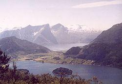 Eidsbygda httpsuploadwikimediaorgwikipediacommonsthu