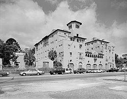 El Vernona Hotel-John Ringling Hotel httpsuploadwikimediaorgwikipediacommonsthu