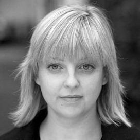 Elaine Murphy (playwright) httpsapicurtisbrowncoukmedia4077showsquare