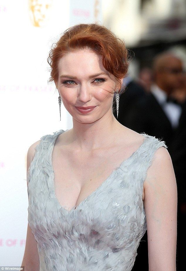 Eleanor Tomlinson Poldark39s Eleanor Tomlinson steals a kiss from her