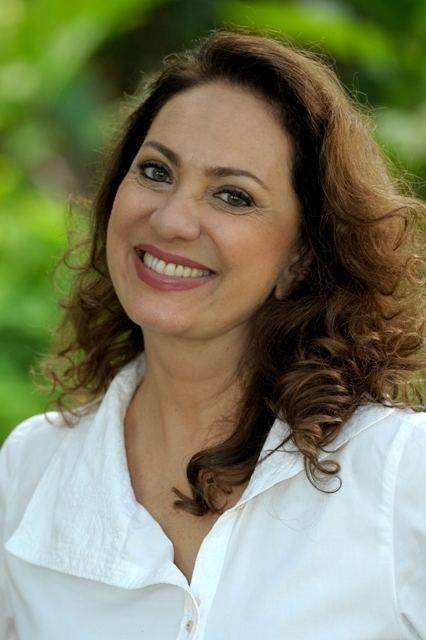 Eliane Giardini Papel de Carminha seria de Eliane Giardini Na Ponta da