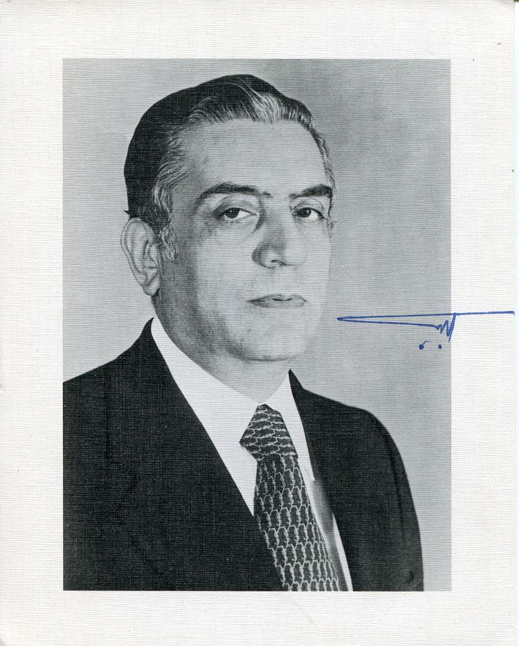 Elias Sarkis Elias Sarkis autograph 6th President of Lebanon signed photo