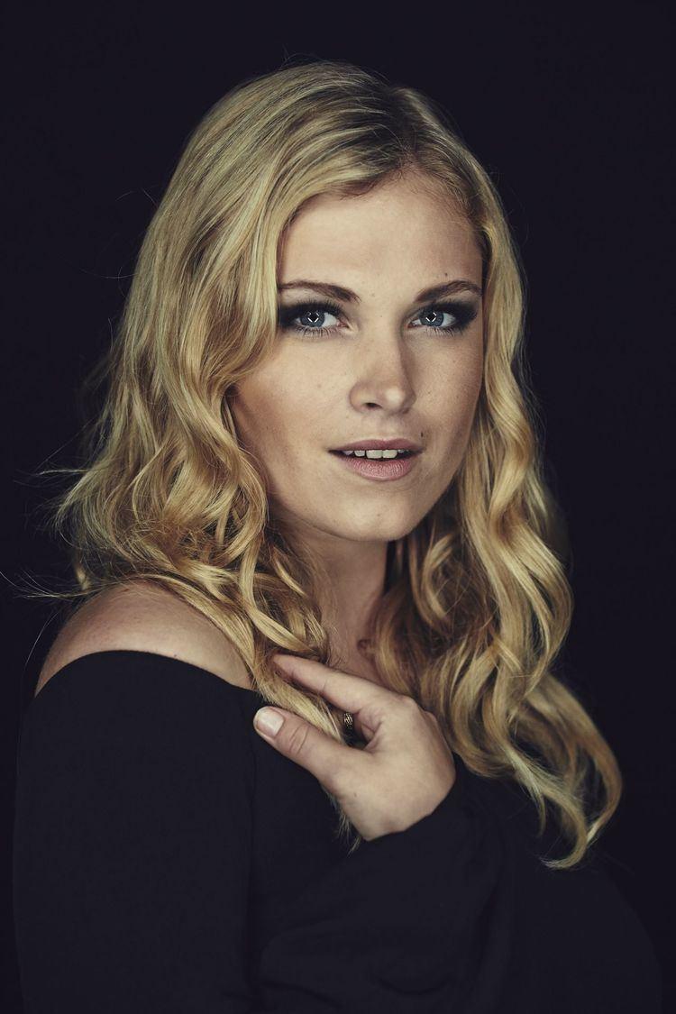 Eliza Taylor elizataylorsdcc2014portraits2jpg