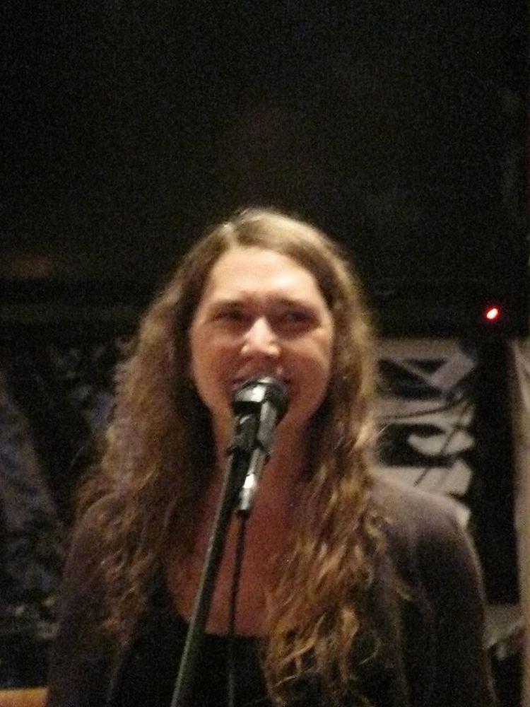 Elizabeth Arnold (poet)