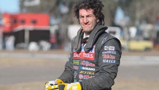 Emanuel Moriatis Volc en una avenida el piloto de TC Emanuel Moriatis La