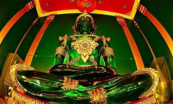Emerald Buddha EMERALD BUDDHA wwwjamesadamtravelsthailandcom