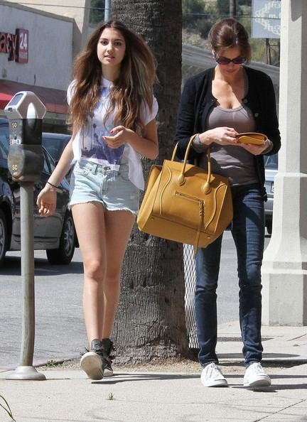 Emerson Tenney Teri Hatcher Spends The Day With Emerson Rose Tenney