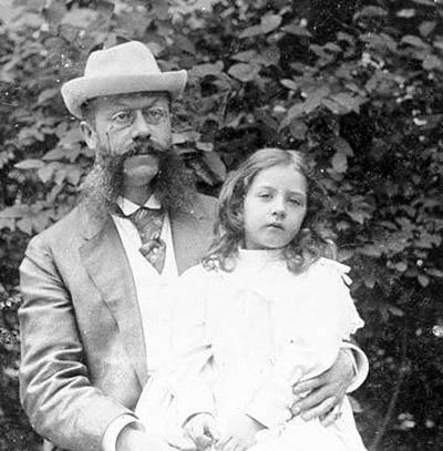 Emil Jellinek Image Emil Jellinek and daughter Mercedes size 400 x