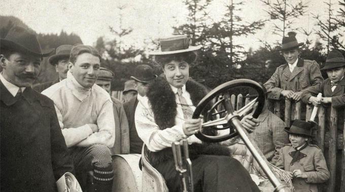 Emil Jellinek Emil Jellinek and his daughter Mercedes MercedesBenz