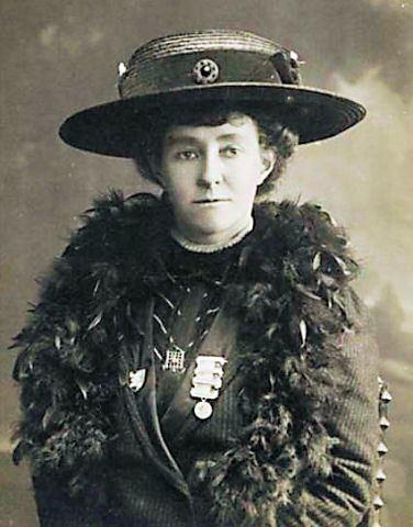Emily Davison httpsuploadwikimediaorgwikipediacommonsaa