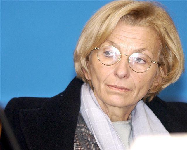 Emma Bonino Una donna coraggiosa Emma Bonino ho un cancro ai polmoni