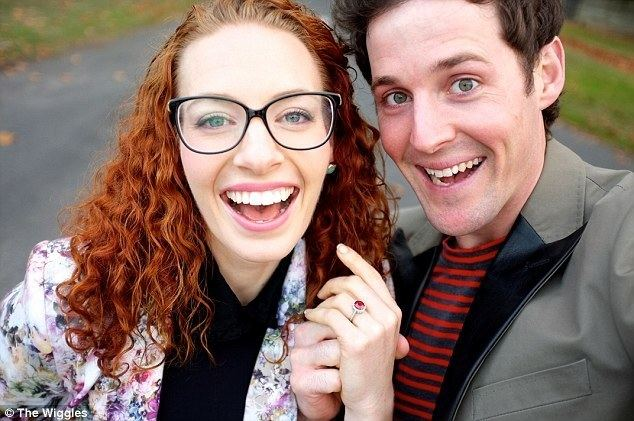 Emma Watkins The Wiggles39 Lachlan Gillespie proposes to Emma Watkins