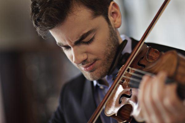 Emmanuel Tjeknavorian Palace music Opening concert Emmanuel Tjeknavorian Kadrioru