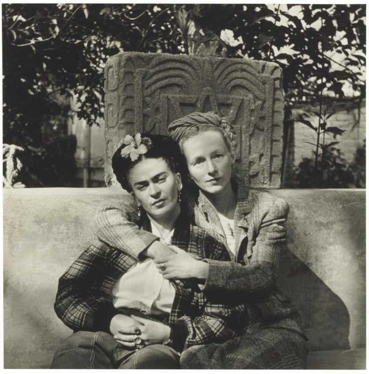 Emmy Lou Packard Emmy Lou Packard and Frida Kahlo Coyoacan 1941 DIEGO