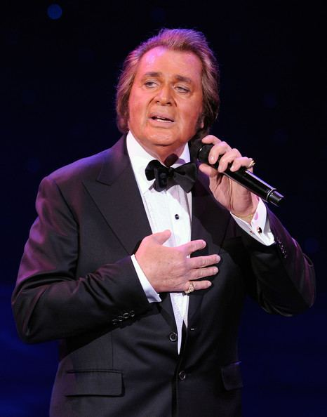 Engelbert Humperdinck (singer) Engelbert Humperdinck Photos Engelbert Humperdinck In