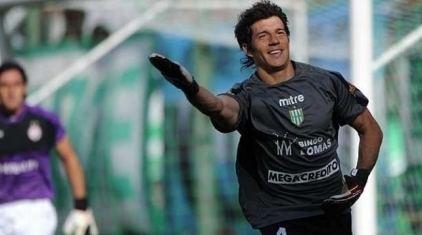 Enrique Bologna Enrique Bologna firm y es jugador de Unin SIN MORDAZA