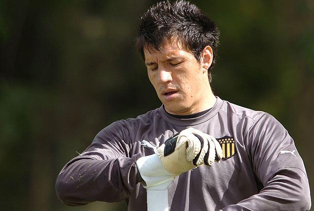 Enrique Bologna Tenfieldcom Pearol Bologna se calza los guantes