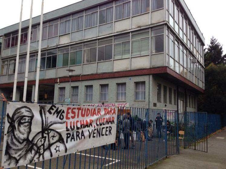 Enrique Molina Garmendia Por segunda vez en esta semana desalojan el Liceo Enrique Molina