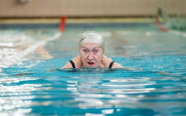 Enriqueta Duarte A sus 86 aos la nadadora olmpica Enriqueta Duarte sigue batiendo