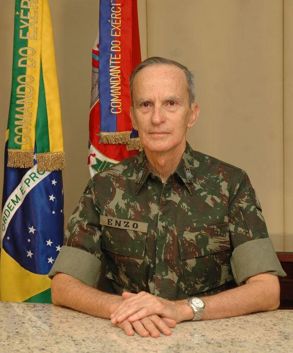 Enzo Martins Peri General Enzo Peri profere palestra na ECEMAR Folha Militar