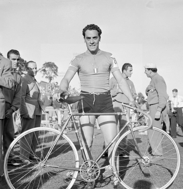 Enzo Sacchi Enzo Sacchi at the Summer Olympics in Helsinki 1952 CYCLING