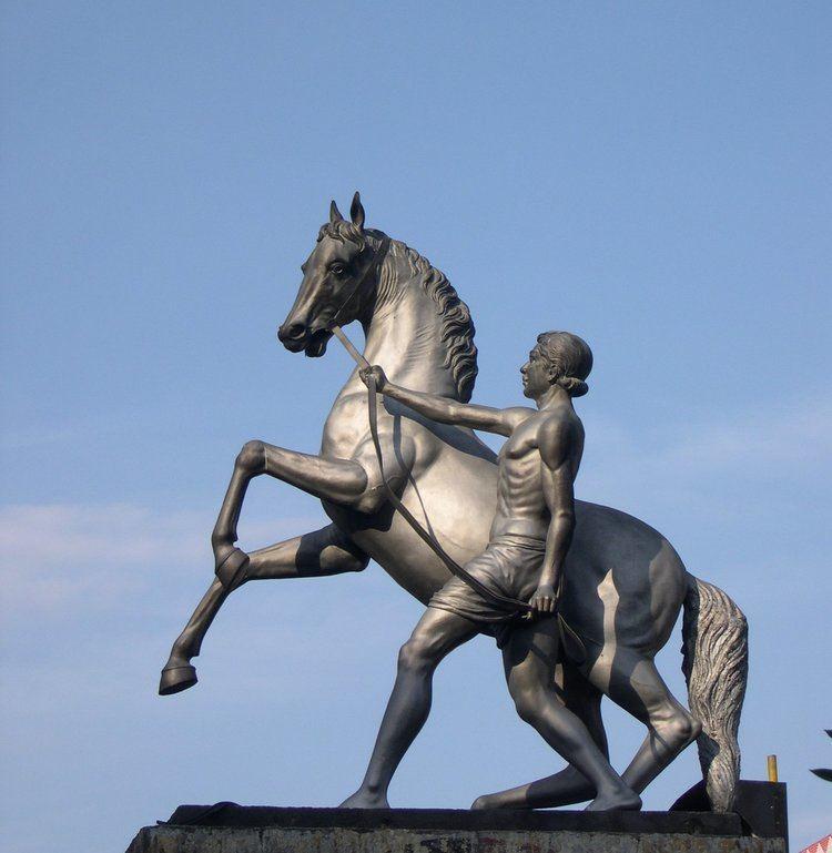 Equestrian statue FileEquestrian Statue Anna Salai Chennaijpg Wikimedia Commons