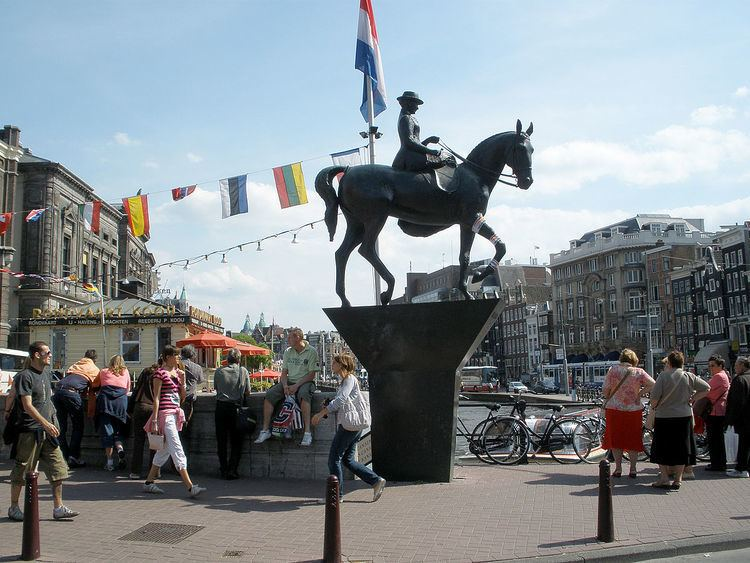 Equestrian statue of Queen Wilhelmina
