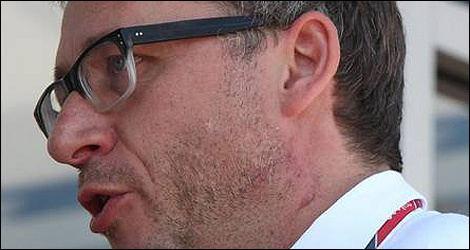 Eric Lux Photos show Eric Lux scars under left ear Auto123com