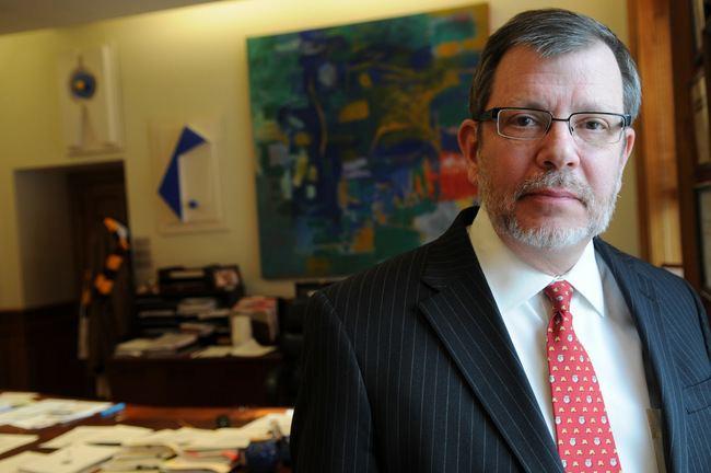 Eric Kaler University of Minnesota boss Eric Kalers contract OKd by regents