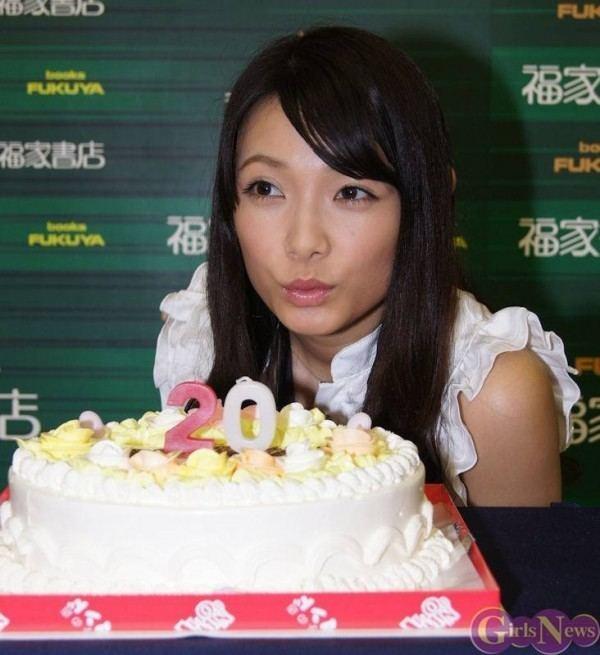 Erica Tonooka Idolings Tonooka Erica celebrates her 20th birthday tokyohivecom