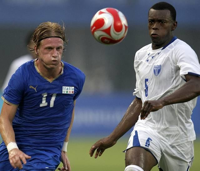 Erick Norales Ignazio Abate L of Italy fights for the ball with Erick